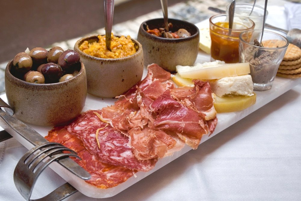portuguese food cheese and meat