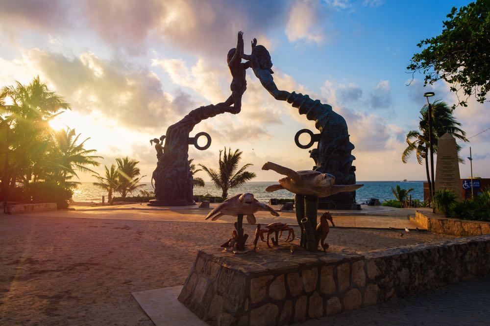 parque fundadores in playa del carmen mexico