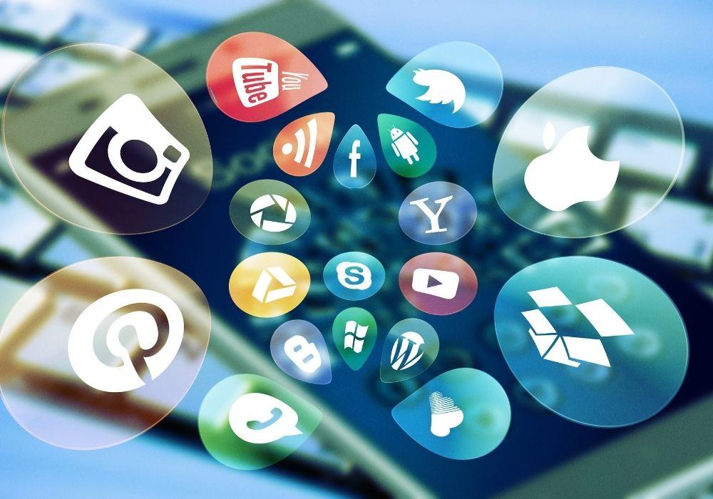 utilize social media to get freelance jobs