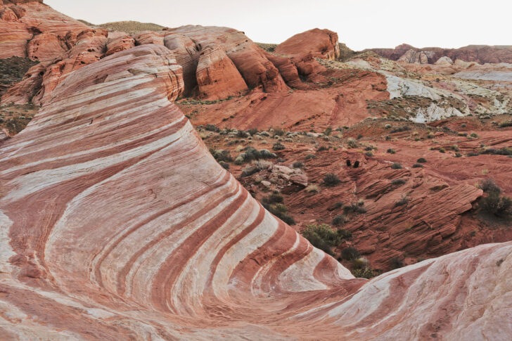 The amazing Fire Wave at Valley of Fire State Park is only a short drive away from Las Vegas. Save this pin and click through to see the 15 best day trips from Las Vegas Nevada that you can't miss!