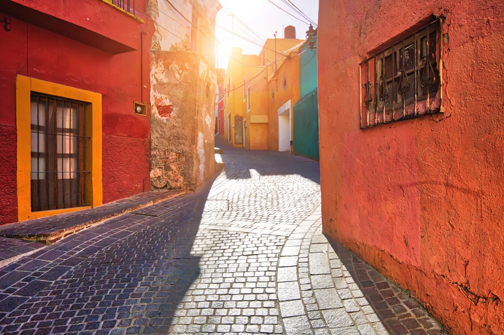 things to do in guanajuato walk the alleyways