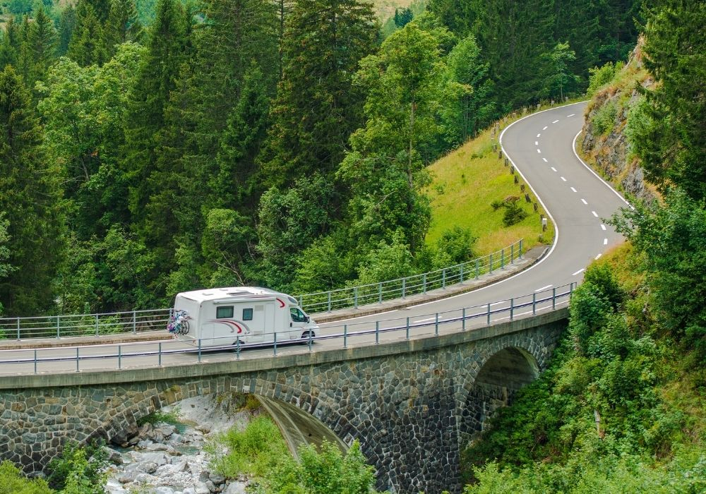 beginner guide to living in an RV